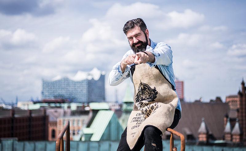 Erik fröhlich auf der Terrasse - Elbphilharmonie