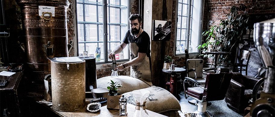 Erik am Kaffeefilter
